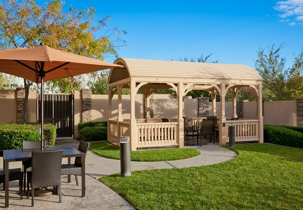 Courtyard with Gazebo Meeting Space Thumbnail 1