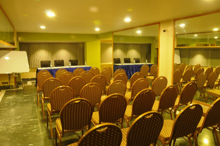 Regal Conference Meeting Space Thumbnail 3
