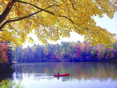 Canoe On 40-Acre Lake At Highland Lake Inn 6 of 14