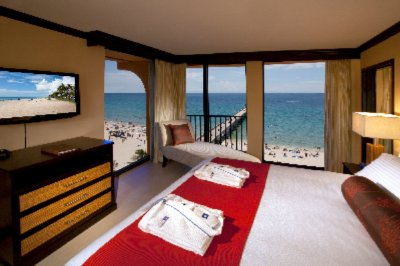 King Bed Oceanfront Corner Room 4 of 19