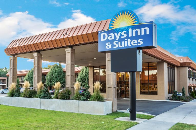 Days Inn & Suites Logan 1 of 13