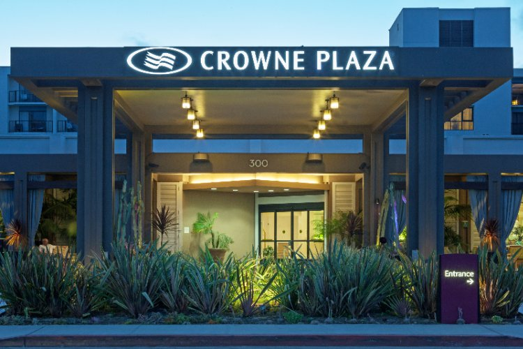 Crowne Plaza Redondo Beach & Marina Hotel 1 of 10