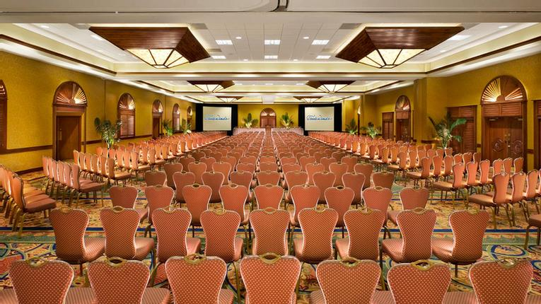 Island Grand Ballroom Seats Up To 950 People Reception Style 5 of 24