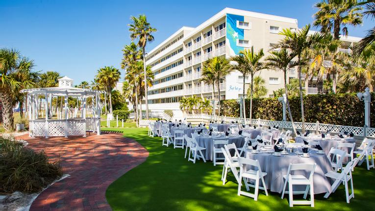 South Beach Lawn Is 2580 Sq Feet And Can Hold Up To 125 Guests 9 of 24
