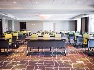 Peninsula Ballroom Breaks Down Into Two Separate Meeting Rooms 21 of 31