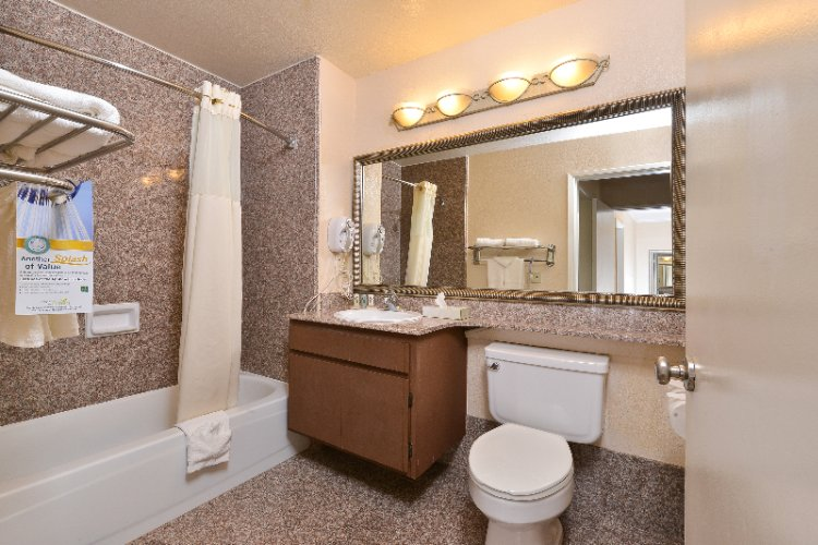 Quality Inn Temecula Suite Bathroom 1 14 of 18