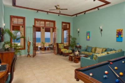 Midnight Cove 5 Bedroom Villa\'s Living Room 11 of 15