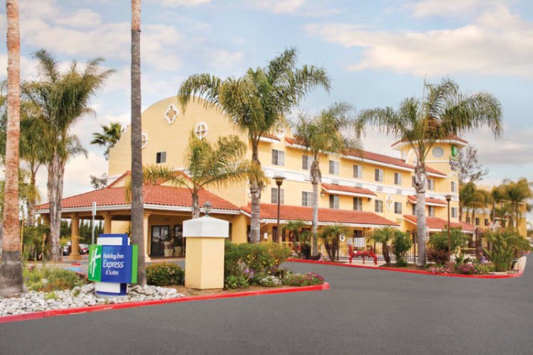 Holiday Inn Express & Suites Escondido 1 of 8