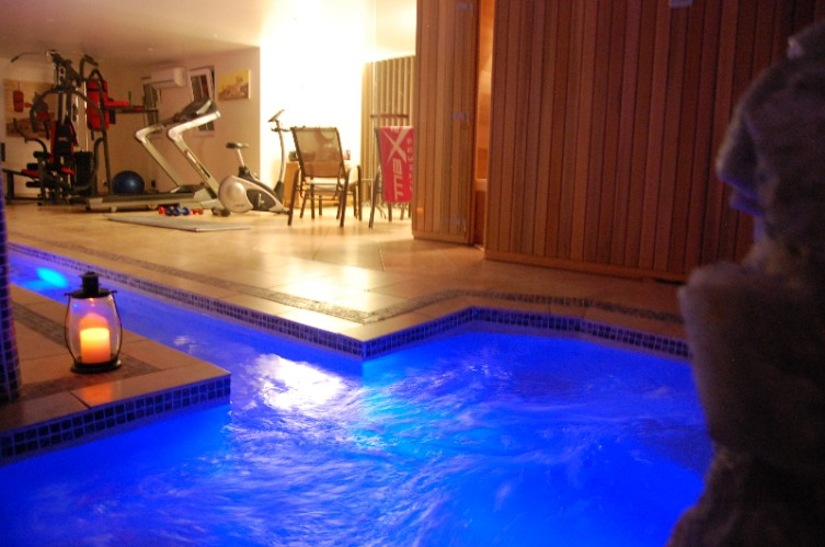 Spa With Jacuzzi And Sauna 8 of 10