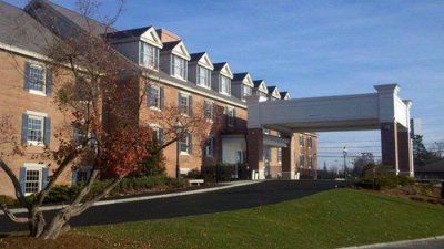 Holiday in Express & Suites Merrimack
