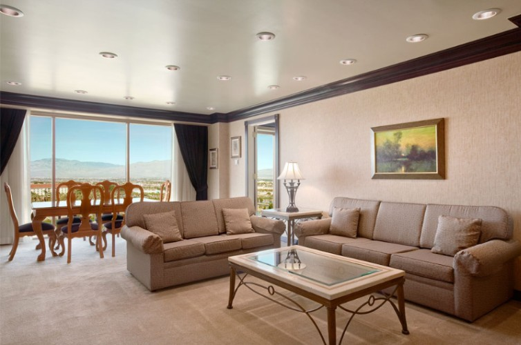Executive & Mediterranean Suite Living Room With View 8 of 31