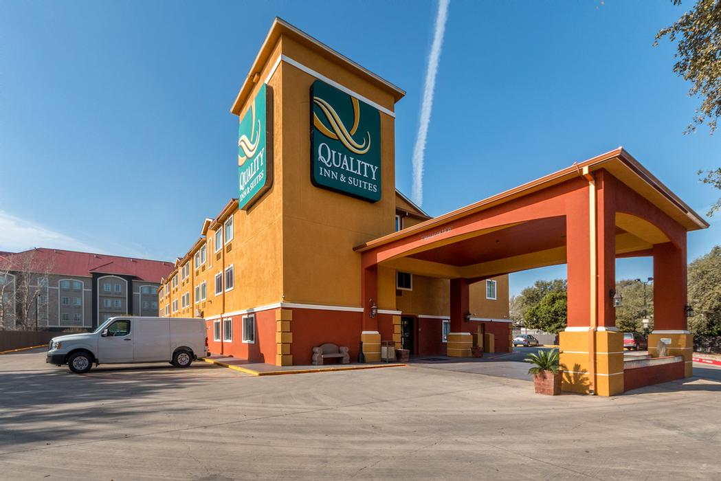 Quality Inn & Suites Seaworld North 1 of 10