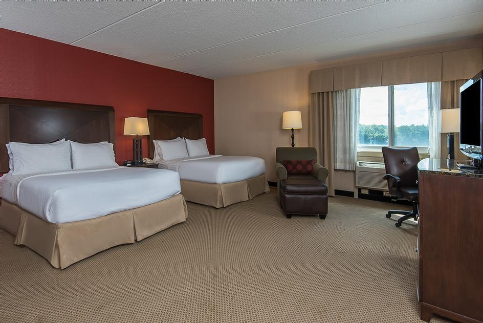 Large Indoor Pool 4 of 11