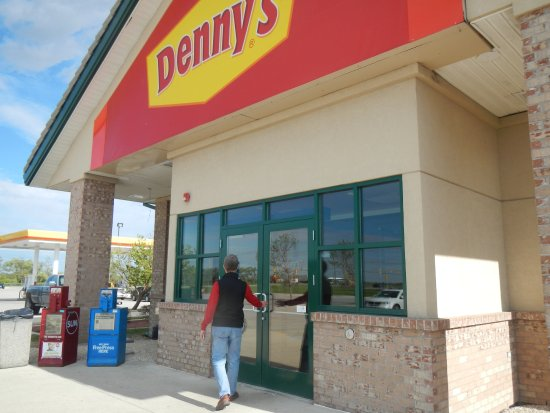 Feeling Hungry? Denny\'s Is Open 24/7 And Just A Minute Walk From Our Property. 5 of 16
