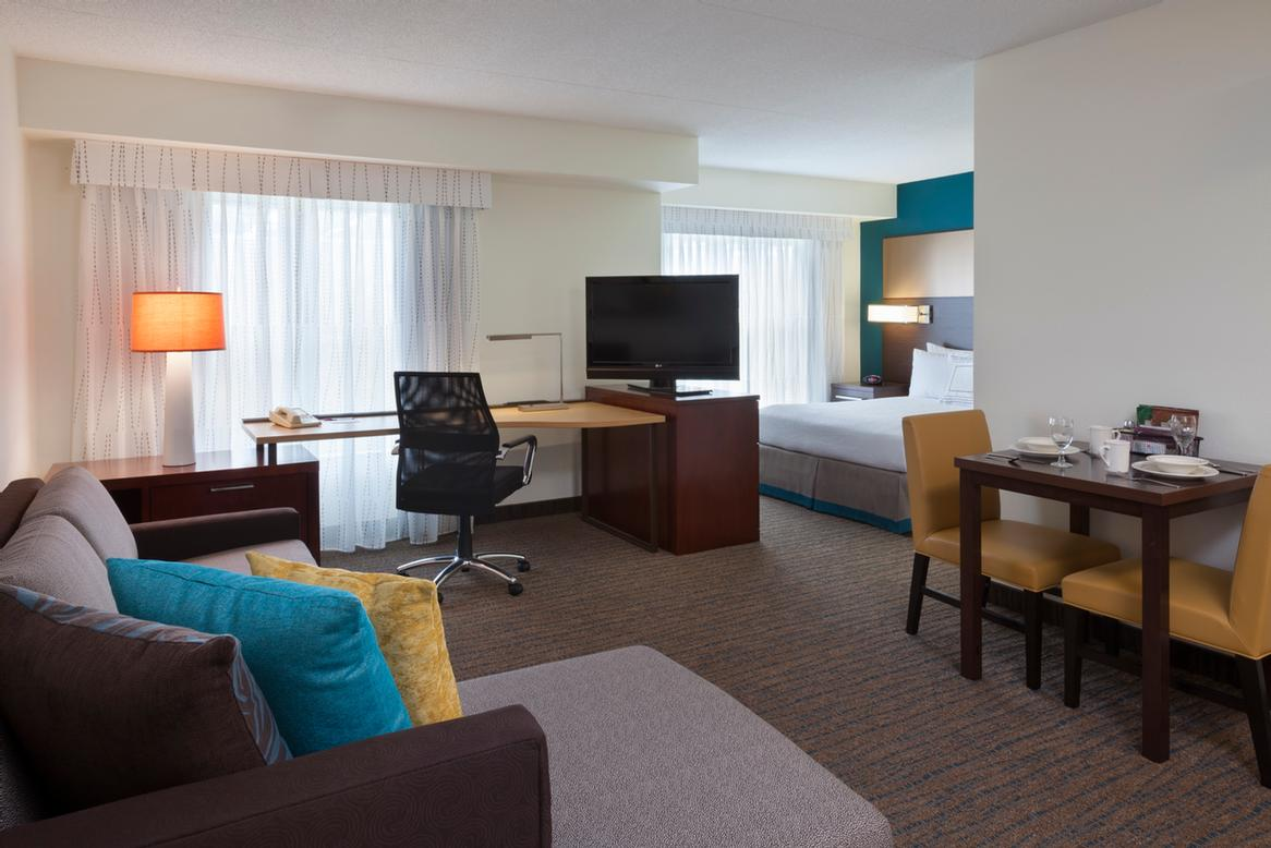 Front Desk Lobby 3 of 17