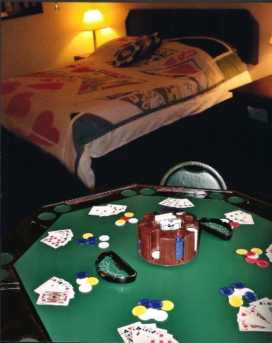 Gamblers Suite-1 King Bed & Poker Table 14 of 23
