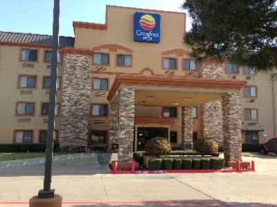 The Front Entrance To The Comfort Inn 2 of 13