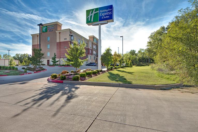 Holiday Inn Express & Suites Okc North 1 of 17