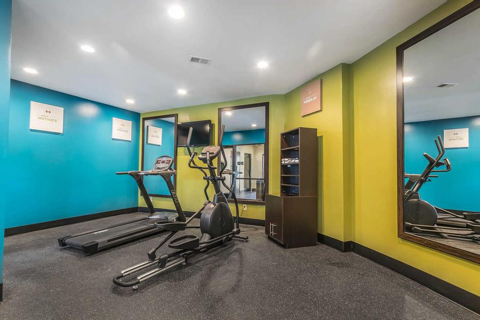 Fitness Room 22 of 25