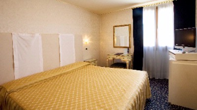 Traditional Venetian Style Room With A Modern Touch Including All The Comforts Restful And Elegantly Furnished. Max 2 People 2 of 5