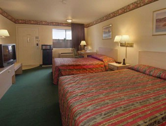 Newly Renovated Room With 2 Queen Beds 4 of 5
