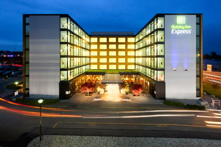 Holiday Inn Express Zurich Airport 1 of 4