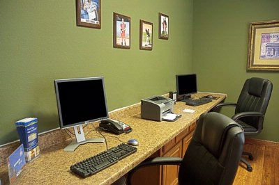 The Business Center Is Perfect For All To Surf The Internet Or Privately Take Care Of Your Business Needs. 6 of 19