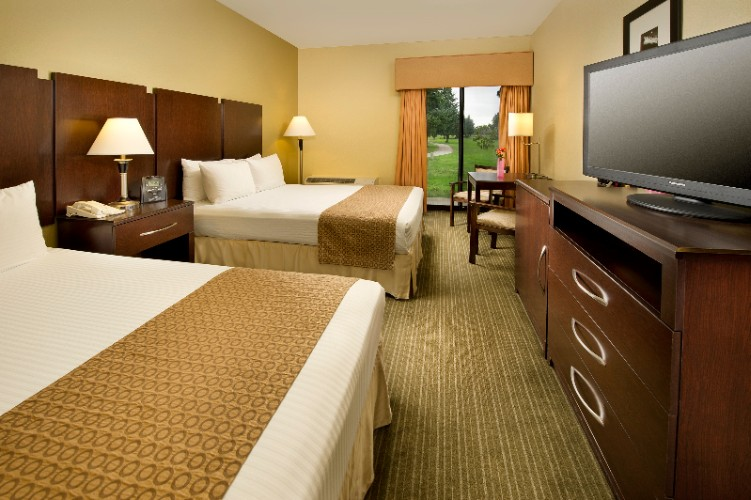 All Of Our Two-Queen Bedded Rooms Have Golf Course Views 7 of 14