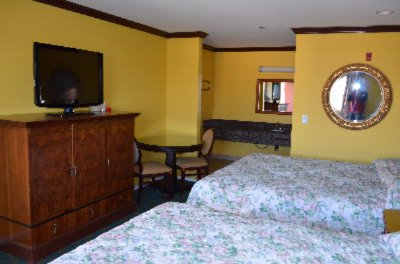 Deluxe Room With 2 King Beds 3 of 11