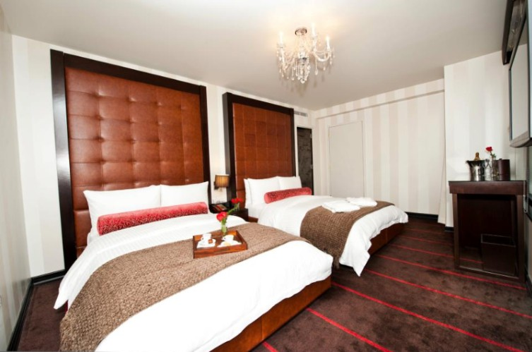 Deluxe Room With Two Double Beds 9 of 21