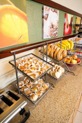 Whether You Are Looking For Healthy Options Or Something Quick: Scrumptious Blueberry Or Apple Cinnamon Muffins Bagels Bananas Fuji Apples And An Assortment Of Cereals Fairfield Inn Tyler Has You Covered. 5 of 11