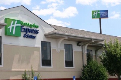Holiday Inn Express & Suites Calhoun 1 of 7