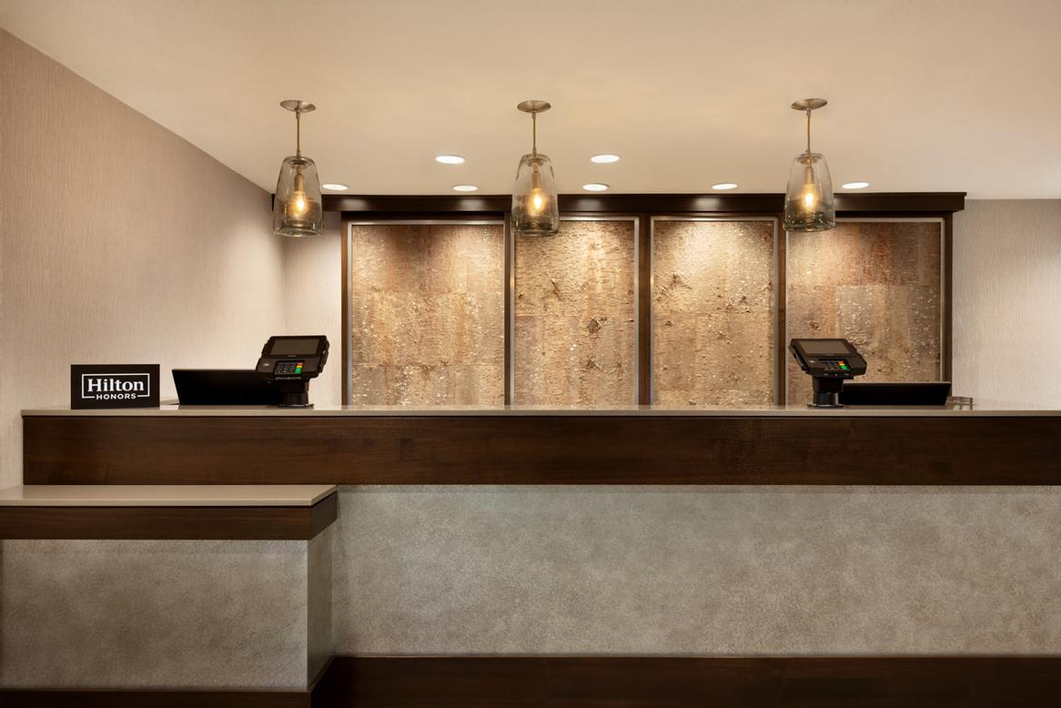 Front Desk 4 of 14