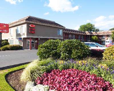 Econo Lodge Southeast Portland / Milwaukie 1 of 5