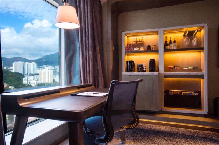 Royal Club Deluxe Room -Writing Desk And Mini Bar 12 of 31