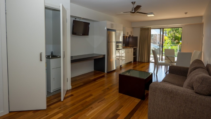 2 Bedroom Suite With Lounge Dining Desk Kitchen And Laundry 16 of 23