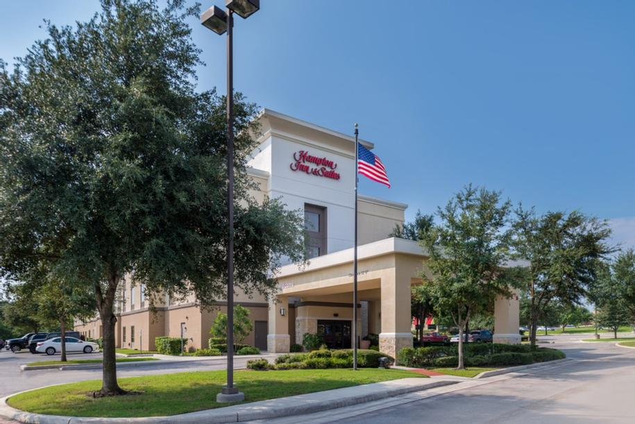 Hampton Inn & Suites Schertz 1 of 14