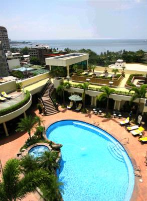 Pan Pacific Manila -Swimming Pool And Sundeck 18 of 24