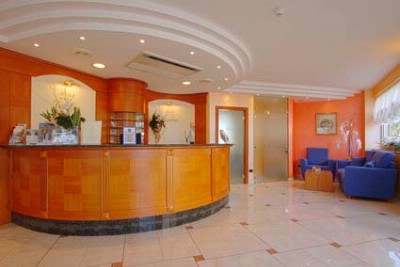 Hotel Londra Front Desk 26 of 30