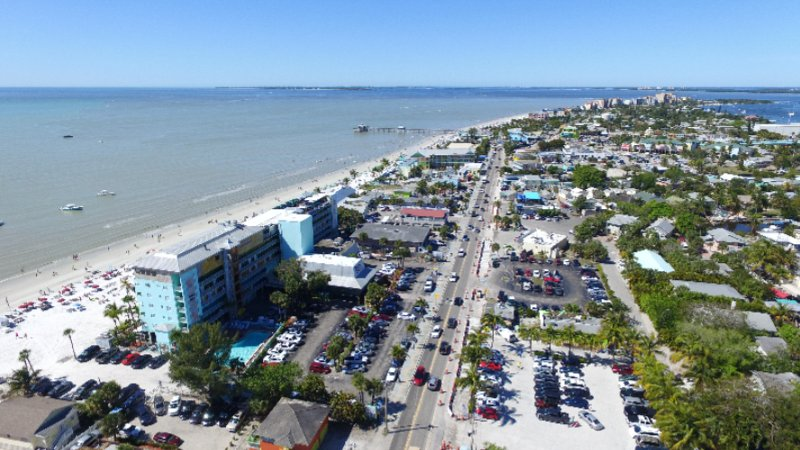 Within Walking Distance To Fort Myers Beach Pier And Times Square 29 of 31