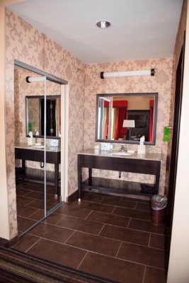 King Studio Suite Vanity 25 of 26