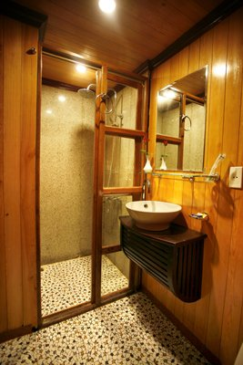 Private Bathrooms & Amenities 11 of 19