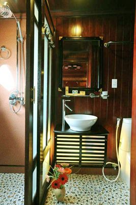 Private Bathrooms & Amenities 12 of 19