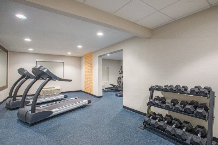 Fitness Room 7 of 21