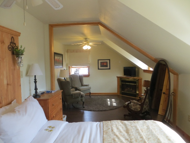 North Mountain Suite (Sleeps 3) 5 of 16