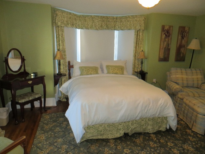 Acadia Room (Sleeps 2) 6 of 16