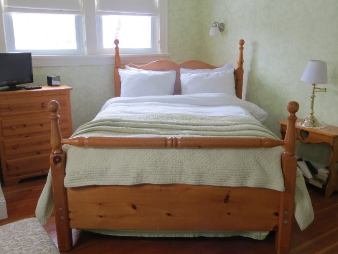 Apple Blossom Room (Sleeps 2) 7 of 16