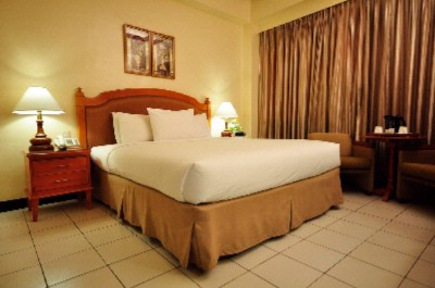 Deluxe Room -King Size Bed 2 of 16