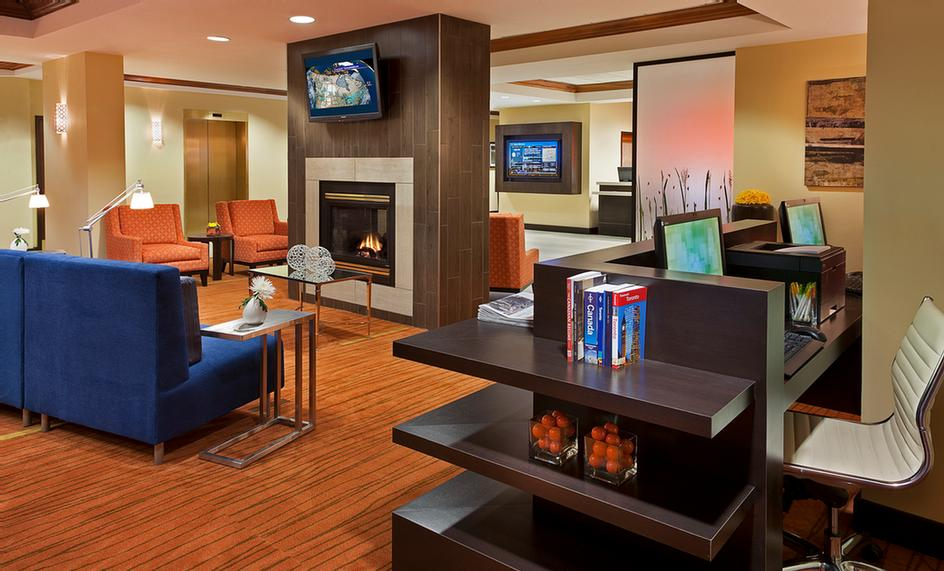 Courtyard Marriott Toronto Airport -Lobby And Business Centre 3 of 18