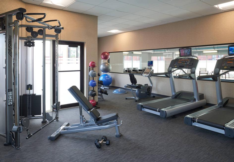 Courtyard Marriott Toronto Airport -Fitness Room 7 of 18